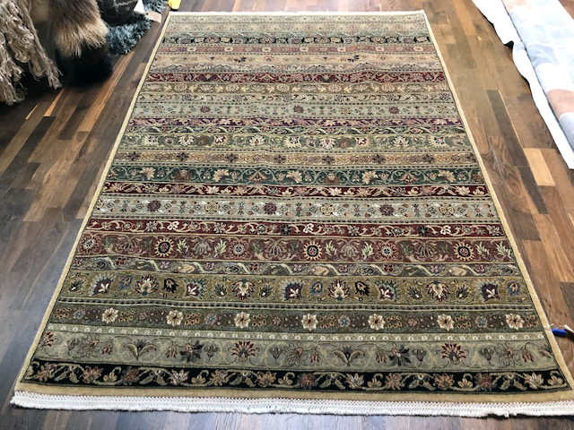 BELVEDERE COLOR MULTI hand-knotted area rug