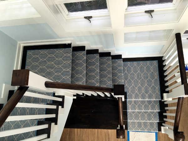 fitting carpet runner on turning stairs